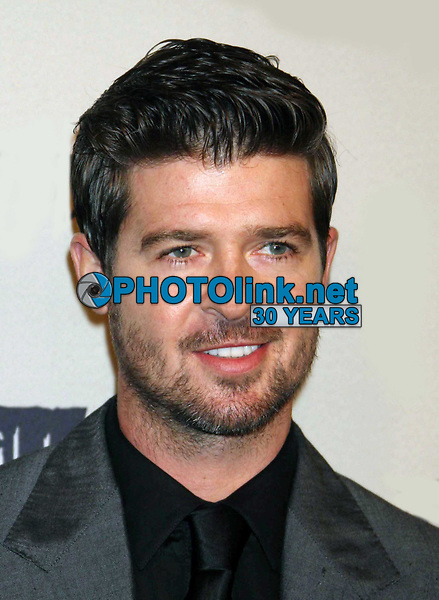 Robin Thicke 10-15-09, Photo By John Barrett/PHOTOlink