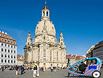 Deutschland, Freistaat Sachsen, Dresden: Frauenkirche am Neumarkt, Fahrradtaxi   Germany, the Free State of Saxony, Dresden: church of our lady at Neumarkt square, rickshaw