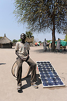 "Afrika Sudan Rumbek , Familie mit Solar Home System - Energie alternative Afrikaner afrikanisch xagndaz | .Africa South Sudan Rumbek , family with solar home system - energy renewable | [ copyright (c) Joerg Boethling / agenda , Veroeffentlichung nur gegen Honorar und Belegexemplar an / publication only with royalties and copy to:  agenda PG   Rothestr. 66   Germany D-22765 Hamburg   ph. ++49 40 391 907 14   e-mail: boethling@agenda-fototext.de   www.agenda-fototext.de   Bank: Hamburger Sparkasse  BLZ 200 505 50  Kto. 1281 120 178   IBAN: DE96 2005 0550 1281 1201 78   BIC: ""HASPDEHH"" ,  WEITERE MOTIVE ZU DIESEM THEMA SIND VORHANDEN!! MORE PICTURES ON THIS SUBJECT AVAILABLE!! ] [#0,26,121#]"