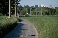 Lennikseweg along the Breugel Route in Lennik with Brussels as a backdrop<br /> <br /> Cycling in Flanders (BEL)<br /> cycling hotspots in Brabant<br /> <br /> ©kramon