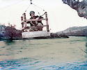 Iraq 1984 <br /> Crossing of Zab river by a peshmerga <br /> Irak 1984 <br /> La traverse du grand Zab par un peshmerga