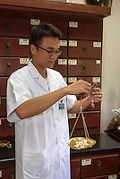 Traditionelle chinesische Medizin TCM im Krankenhaus von Sanya auf der Insel Hainan, China<br /> traditional chinese medicine TCM   in Sanya hospital,  Hainan island, China