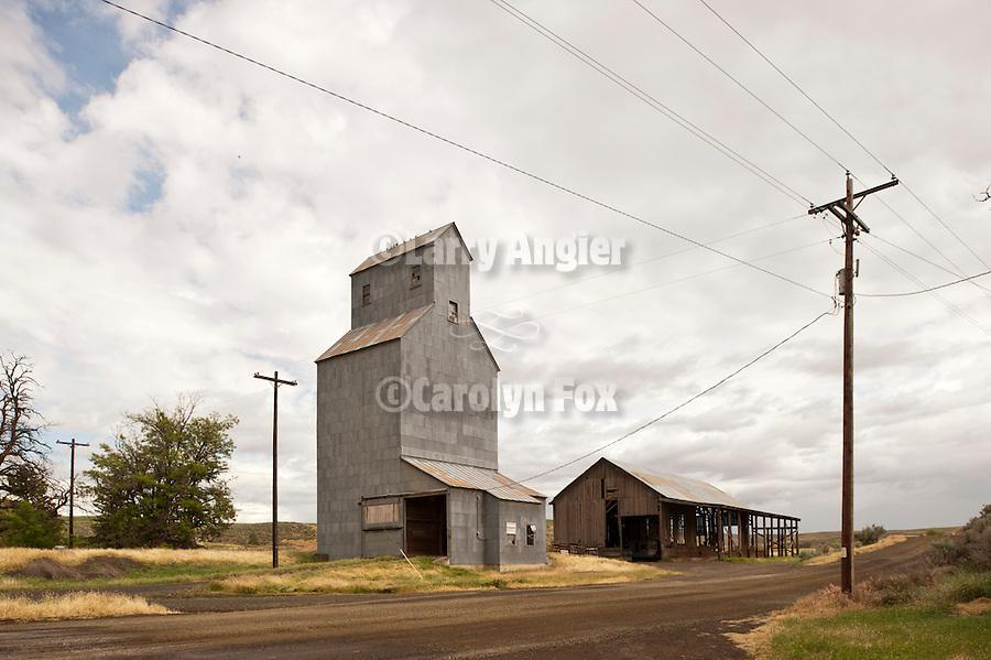 Grain elevator and roadway, Cecil, Ore.