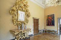 - Palazzo Marino, costruito fra il 1557 ed il 1563, dal 1861 storica sede del Comune di Milano; la Sala Gialla <br /> <br /> - Palazzo Marino, built between 1557 and 1563, from 1861 historic home of the Milan Municipality; the Yellow Room
