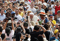 Papa Francesco beve il mate offerto da una fedele al suo arrivo all'udienza generale del mercoledi' in Piazza San Pietro, Citta' del Vaticano, 31 agosto 2016.<br /> Pope Francis drinks the traditional mate drink offered to him by a faithful as he arrives for his weekly general audience in St. Peter's Square at the Vatican, 31 August 2016.<br /> UPDATE IMAGES PRESS/Isabella Bonotto<br /> <br /> STRICTLY ONLY FOR EDITORIAL USE
