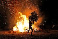 Nederland Amsterdam 2015 01 03. Jaarlijkse Kerstboomverbranding op het Museumplein
