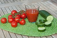 Tomatensaft, Gemüsesaft, Saft aus Tomaten und Gurke, Tomate, tomato juice
