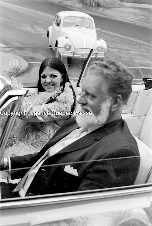 Parade pour l'inauguration de CJRP, le  15 juin 1969<br /> - Michele Richard<br /> <br /> Photographe : Photo Moderne<br />  - AGENCE QUEBEC PRESSE