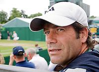 27-6-08, England, Wimbledon, Tennis, Glen Schaap coach van Chakvetadze (achtergrond)