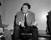 Sujet : L'acteur français, Jean Marais à Québec<br /> Date : Entre le 8 et le 14 novembre 1965<br /> <br /> Photographe : Photo Moderne - © Agence Québec Presse