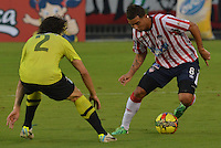 BARRANQUIILLA -COLOMBIA-01-09-2013. Edwin Cardona (D) del Junior disputa el balón con John Stheffan Medina (I) del Nacional en partido válido por la fecha 8 de la Liga Postobón II 2013 jugado en el estadio Metropolitano de la ciudad de Barranquilla./ Junior player Edwin Cardona (R) fights for the ball with Nacional player John Stheffan Medina (L) during match valid for the 8th date of the Postobon League II 2013 played at Metropolitano stadium in Barranquilla city.  Photo: VizzorImage/Alfonso Cervantes/STR