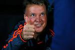 Belgie, Brugge, 26 augustus 2015<br /> Champions League play offs<br /> Seizoen 2015-2016<br /> Club Brugge-Manchester United (0-4)<br /> Louis van Gaal, trainer-coach van Manchester United, steekt zijn duim op
