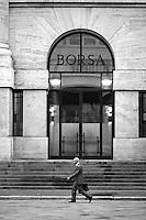Milano, piazza Affari. Palazzo Mezzanotte, sede della Borsa --- Milan, Affari square. Palazzo Mezzanotte, seat of the Italian stock exchange
