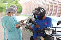 Teresina (PI), 21/04/2021 - Vacinação-Teresina - Vacinação realizada em Teresina no estado do Piauí, nesta quarta-feira, quando encerra-se a aplicação da segunda dose da vacina contra Covid-19 para idosos de 73 a 76 anos. Posto de vacinação drive-thru no terminal de Integração Zoobotânico. Por falta de doses, a Prefeitura de Teresina suspendeu a aplicação da primeira dose da vacina para os idosos com 64 anos que estava prevista para amanhã.