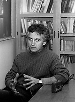 Marco Micone<br />  en entrevue, novembre 1986<br /> <br /> PHOTO :  : Agence Quebec Presse