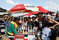 Nederland Amsterdam 2017.  Kwaku Festival.  Foto mag niet in negatieve context gebruikt worden.  Het Kwaku Summer Festival (voorheen het Kwakoe Zomerfestival) wordt sinds 1975 elk jaar tijdens een aantal weekeinden in de zomer gehouden in het Nelson Mandelapark in Amsterdam-Zuidoost. Het is van origine een Surinaams festival, maar ontwikkelde zich de laatste jaren tot een multicultureel festival. Karretje met schaafijs.  Foto Berlinda van Dam / Hollandse Hoogte