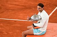 Finale Simple Messieurs - protocole podium <br /> joie de Rafael Nadal (Esp) posant avec son trophee<br /> Parigi 11/10/2020 Roland Garros <br /> Tennis Grande Slam 2020<br /> French Open <br /> Photo JB Autissier / Panoramic / Insidefoto <br /> ITALY ONLY