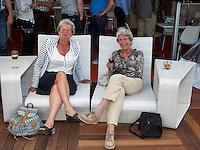 Den Bosch, Netherlands, 09 June, 2016, Tennis, Ricoh Open, KNLTB lounge, Niesje Schuckink Kool (L) and Mary<br /> Photo: Henk Koster/tennisimages.com