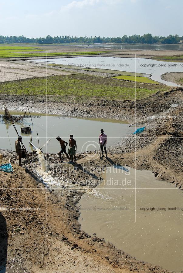 BANGLADESH, Tangail,  irrigation of paddy fields / BANGLADESCH, Tangail, Bewaesserung von Reisfeldern