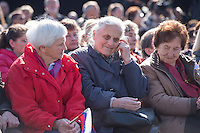 Mehrere hundert Menschen kamen zur Feierlichkeit anlaesslich des 70. Jahrestages der Befreiung des Frauen-Konzentrationslagers Ravensbrueck, unter ihnen auch die Bundesminsiterin fuer Bildung, Johanna Wanka. Von den ueber 120.000 Frauen und 20.000 Maennern, die im Nationalsozialismus in dem Konzentrationslager inhaftiert waren leben 70 Jahre nach der Befreiung durch die Rote Armee nur noch 160. Viele der Ueberlebenden waren u.a. aus Frankreich, Norwegen, Polen, Spanien, Slovakei und Italien angereist.<br /> Im Anschluss an die offiziellen Reden wurden Kraenze am Manhmal am Schwedter See niedergelegt. In dem See wurde in der NS-Zeit die Asche der ermordeten gekippt.<br /> Im Bild: Ueberlebende aus der Slovakei.<br /> 19.4.2015, Ravensbrueck/Brandenburg<br /> Copyright: Christian-Ditsch.de<br /> [Inhaltsveraendernde Manipulation des Fotos nur nach ausdruecklicher Genehmigung des Fotografen. Vereinbarungen ueber Abtretung von Persoenlichkeitsrechten/Model Release der abgebildeten Person/Personen liegen nicht vor. NO MODEL RELEASE! Nur fuer Redaktionelle Zwecke. Don't publish without copyright Christian-Ditsch.de, Veroeffentlichung nur mit Fotografennennung, sowie gegen Honorar, MwSt. und Beleg. Konto: I N G - D i B a, IBAN DE58500105175400192269, BIC INGDDEFFXXX, Kontakt: post@christian-ditsch.de<br /> Bei der Bearbeitung der Dateiinformationen darf die Urheberkennzeichnung in den EXIF- und  IPTC-Daten nicht entfernt werden, diese sind in digitalen Medien nach §95c UrhG rechtlich geschuetzt. Der Urhebervermerk wird gemaess §13 UrhG verlangt.]
