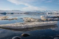 The lake Joekulsarlon at the Vatnajoekull glacier. The lake ist the biggest glacier lake in Iceland. The ice floats from the glacier into the North Atlantic.<br /> Der Gletschersee Joekulsarlon am Fusse des Vatnajoekull-Gletschers. Das Eis treibt vom Gletscher durch den See in den Nordatlantik.<br /> 19.3.2016, Joekulsarlon<br /> Copyright: Christian-Ditsch.de<br /> [Inhaltsveraendernde Manipulation des Fotos nur nach ausdruecklicher Genehmigung des Fotografen. Vereinbarungen ueber Abtretung von Persoenlichkeitsrechten/Model Release der abgebildeten Person/Personen liegen nicht vor. NO MODEL RELEASE! Nur fuer Redaktionelle Zwecke. Don't publish without copyright Christian-Ditsch.de, Veroeffentlichung nur mit Fotografennennung, sowie gegen Honorar, MwSt. und Beleg. Konto: I N G - D i B a, IBAN DE58500105175400192269, BIC INGDDEFFXXX, Kontakt: post@christian-ditsch.de<br /> Bei der Bearbeitung der Dateiinformationen darf die Urheberkennzeichnung in den EXIF- und  IPTC-Daten nicht entfernt werden, diese sind in digitalen Medien nach §95c UrhG rechtlich geschuetzt. Der Urhebervermerk wird gemaess §13 UrhG verlangt.]