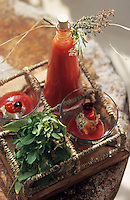 """Europe/France/Provence-Alpes-Côte d'Azur/84/Vaucluse/Menerbes: Soupe fraiche à la tomate basilic et fromage de chèvre - Restaurant """"La Bastite de Marie"""""""
