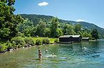 Oesterreich, Salzburger Land, bei Thumersbach: Baden im Zeller See | Austria, Salzburger Land, near Thumersbach: swimming at Zeller Lake