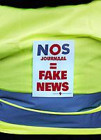 Nederland - Amsterdam - 2019. Gele Hesjes protest op de Dam.  NOS journaal is fake news.  Foto Berlinda van Dam / Hollandse Hoogte