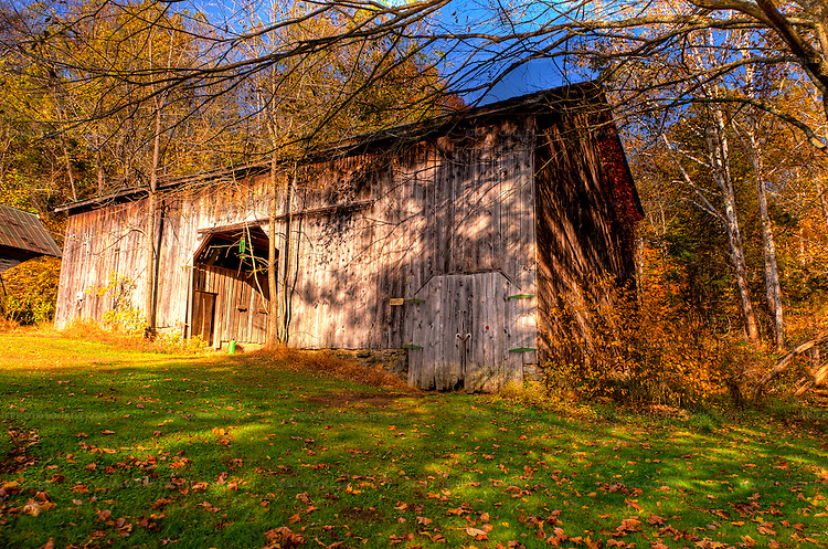 A barn stands near the parking area at Abingdon Vineyard and Winery (HDR image).
