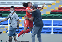 CALI - COLOMBIA, 07-12-2020: Gisela Robledo del América celebra después de anotar el primer gol de su equipo partido por la semifinal vuelta como parte de la Liga Femenina BetPlay DIMAYOR 2020 entre América de Cali y Millonarios F.C. jugado en el estadio Pascual Guerrero de la ciudad de Cali. / Gisela Robledo of America celebrates after scoring the first goal of his team during second leg semifinal match as part of Women's BetPlay DIMAYOR 2020 League between America de Cali and Millonarios F.C. played at Pascual Guerrero stadium in Cali. Photo: VizzorImage / Gabriel Aponte / Staff