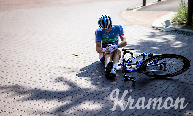 Alexandre Pichot (FRA/Total Direct Energie) crashed and hurt his knee. <br /> <br /> 94th Schaal Sels 2019<br /> One Day Race: Merksem  >  Merksem  (UCI 1.1)<br /> ©kramon