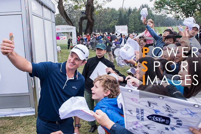Justin Rose of England signs autograph for the fans during the day three of UBS Hong Kong Open 2017 at the Hong Kong Golf Club on 25 November 2017, in Hong Kong, Hong Kong. Photo by Marcio Rodrigo Machado / Power Sport Images