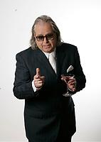 Mario Lirette imite Claude Blanchard pour un CD hommage<br /> <br /> Photo : (c) Pierre Roussel -  Images Distribution