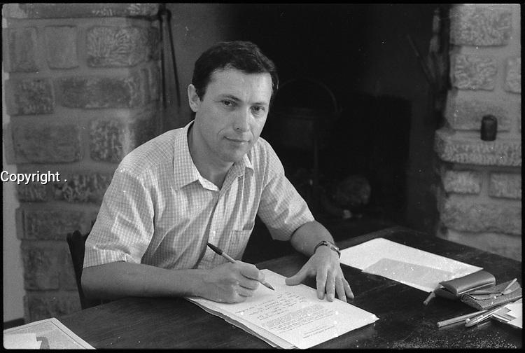 """Ladern-sur-Lauquet (Aude). 14 Août 1980. Portrait de Jean Guilaine travaillant à son bureau réalisé à l'occasion de la sortie de son ouvrage """"La France d'avant la France. Du néolithique à l'âge du fer""""."""