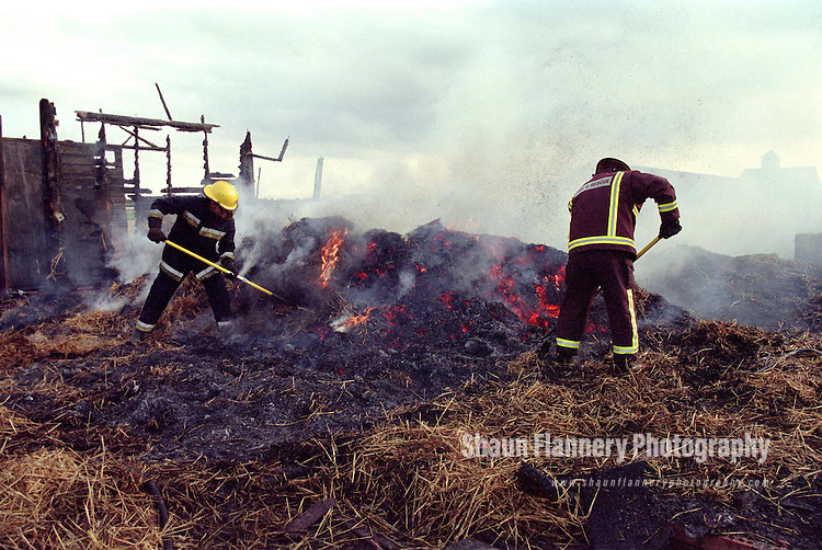 Pix: Shaun Flannery/shaunflanneryphotography.com...COPYRIGHT PICTURE>>SHAUN FLANNERY>01302-570814>>07778315553>>..23rd August 1999..Firefighter's 'damp down' after a fire destroyed stable blocks on land adjacent to Doncaster Racecourse.