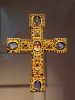 Großes Berwardkreuz 1150 im Dommuseum des Mariendom,  Hildesheim, Niedersachsen, Deutschland, Europa, UNESCO Weltkulturerbe<br /> Large cross of Bernward, Dommuseum in Cathedral of St. Mary, Hildesheim, Lower Saxony, Germany, Europe, UNESCO Heritage Site