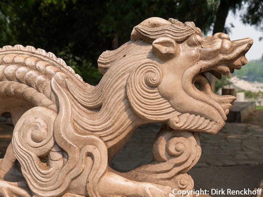 Steindrachen im Longtan Park in Peking, China, Asien<br /> Stone dragon, Longtan -Park, Beijing, China, Asia