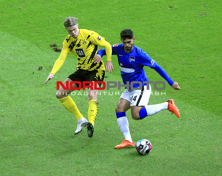21.11.2020, OLympiastadion, Berlin, GER, DFL, 1.FBL, Hertha BSC VS. Borussia Dortmund, <br /> DFL  regulations prohibit any use of photographs as image sequences and/or quasi-video<br /> im Bild Omar Alderete (Hertha BSC Berlin #14), Erling Haaland (Borussia Dortmund #9)<br /> <br />       <br /> Foto © nordphoto / Engler