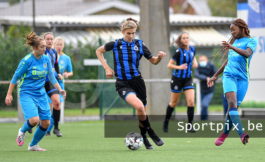 Brugge's Marie Minnaert pictured in between Union's Celine Cornez and Union's Veronique Zang Bikoula during a female soccer game between the women teams of Club Brugge YLA Dames and Union Saint-Ghislain Tertre-Hautrage Ladies on the 1/16 th qualifying round for the Belgian Womens Cup 2020  2021 , on saturday 26 th of September 2020  in Brugge , Belgium . PHOTO SPORTPIX.BE | SPP | DAVID CATRY