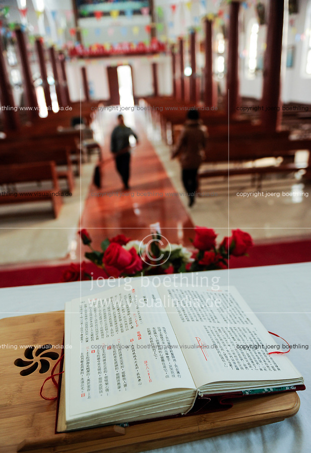 CHINA Province Shaanxi catholic church in Sanyuan, holy mass, chinese bible / CHINA Provinz Shaanxi , katholische Kirche in Sanyuan, heilige Messe