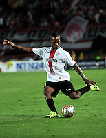 BOGOTA - COLOMBIA - 24-04-2016: Edwin Velasco, jugador de Cortulua, durante partido por la fecha 6 entre Independiente Santa Fe y Cortulua, de la Liga Aguila I-2016, en el estadio Nemesio Camacho El Campin de la ciudad de Bogota. / Edwin Velasco, player of Cortulua, during a match of the 6 date between Independiente Santa Fe and Cortulua, for the Liga Aguila I -2016 at the Nemesio Camacho El Campin Stadium in Bogota city, Photo: VizzorImage / Luis Ramirez / Staff.