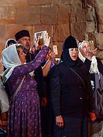 Pilger in der Kirche, Kloster  Dschwari - Jvari, Mzcheta, Georgien, Europa, UNESCO-Weltkulturerbe<br /> pilgrims, Monastery  Jvari,-Dschwari , Mzcheta, Georgia, Europe, Heritage site