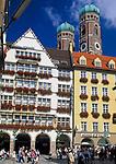 Deutschland, Bayern, Oberbayern, Muenchen: Kaufinger Strasse, Hirmer Haus und Frauenkirche | Germany, Bavaria, Upper Bavaria, Munich: Kaufinger Street, Hirmer House and Church of Our Lady