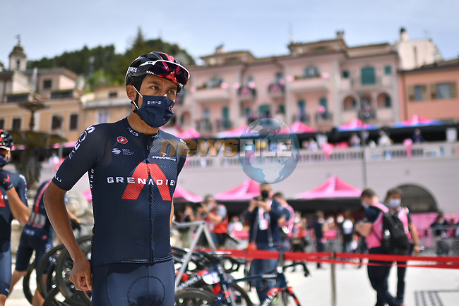 Egan Bernal (COL) Ineos Grenadiers at sign on before the start of Stage 9 of the 2021 Giro d'Italia, running 158km from Castel di Sangro to Campo Felice (Rocca di Cambio), Italy. 16th May 2021.  <br /> Picture: LaPresse/Gian Mattia D'Alberto | Cyclefile<br /> <br /> All photos usage must carry mandatory copyright credit (© Cyclefile | LaPresse/Gian Mattia D'Alberto)