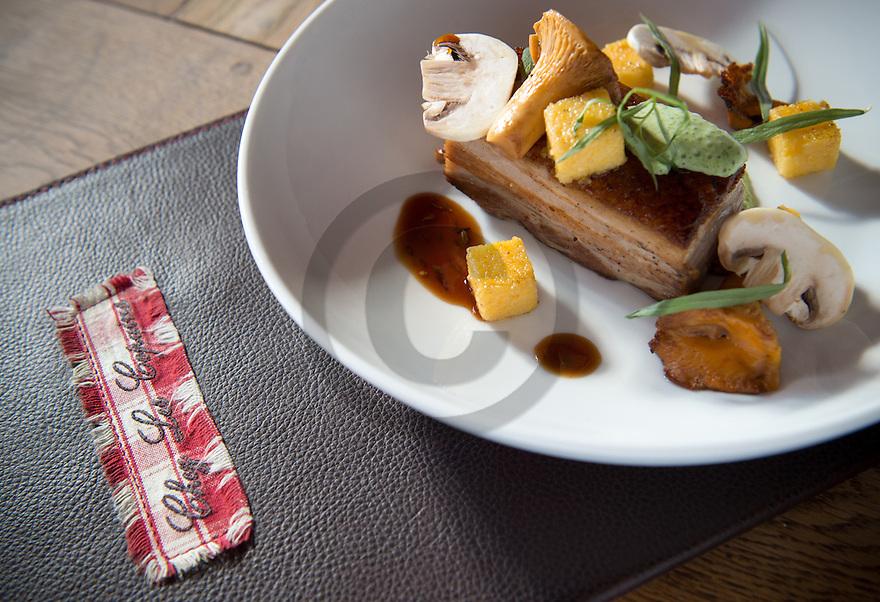 23/08/16 - AIX LES BAINS - SAVOIE - FRANCE - Poitrine de cochon confite, girolles a l estragon et jus au cumin. Restaurant Chez Les Copains - Photo Jerome CHABANNE