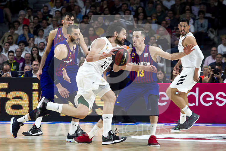 Barcelona's Pau Ribas, Real Madrid's Sergio Llull and Barcelona's Thomas Heurtel during Liga Endesa match between Real Madrid and FC Barcelona Lassa at Wizink Center in Madrid, Spain. March 24, 2019.  (ALTERPHOTOS/Alconada)