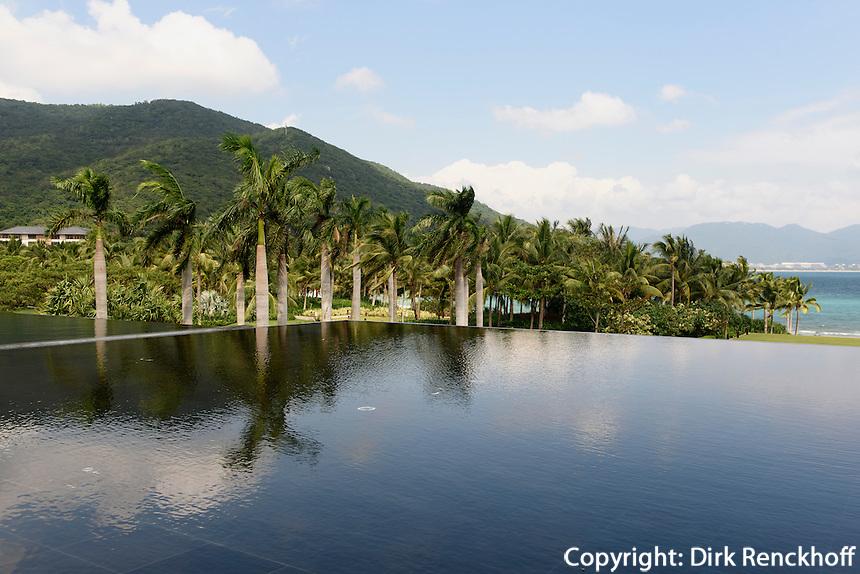 Pool des Hotel Park Hyatt Sanya, Sunny Bay Resort auf der Insel Hainan, China<br /> pool of Hotel Park Hyatt Sanya, Sunny Bay Resort, Hainan island, China
