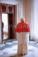 Pope Benedict XVI welcomes Suriname president Runaldo Ronald Venetiaan during their meeting at the Vatican, 20 November 2009
