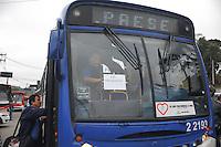 SAO PAULO, SP, 04.08.2013 - PARALISACAO ONIBUS ZL - Paralisação de motoristas e cobradores da Itaquera Brasil, em Itaquera, na Zona Leste de São Paulo (SP), nesta quarta-feira (4), prejudica os usuários de coletivos na região. A SPTrans acionou a operação Paese para atender aos passageiros da zona leste e zona oeste da capital paulista. (Foto: Adriano Lima / Brazil Photo Press).