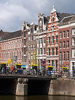 Giebelhäuser am Rokin, Amsterdam, Provinz Nordholland, Niederlande<br /> Gabled houses at RokinMunttoren, Amsterdam, Province North Holland, Netherlands